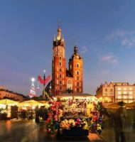 Traditional-street-market-in-Main-Market-Square-of-the-Old-City-in-Krakow-Poland-at-Christmas.-min